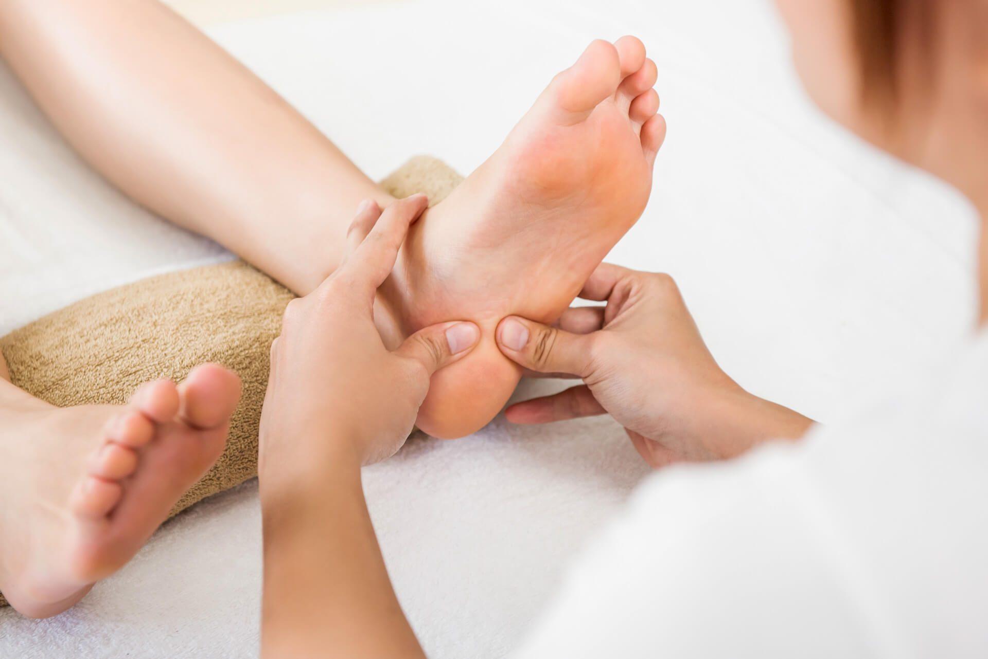 réflexologie plantaire élément eau médecine massage chinois des pieds